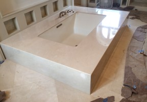 Crema Marfil Mitred Tub
